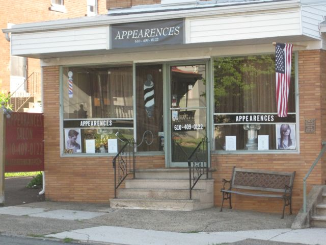 Picture of Appearences salon. Yes, the misspelling is intentional.